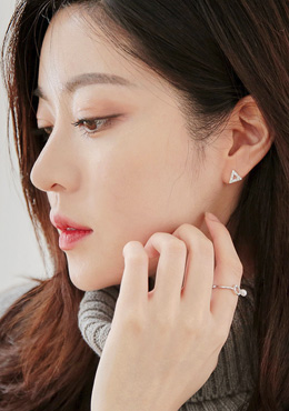 [CHUU]Triangle Cubic Earring